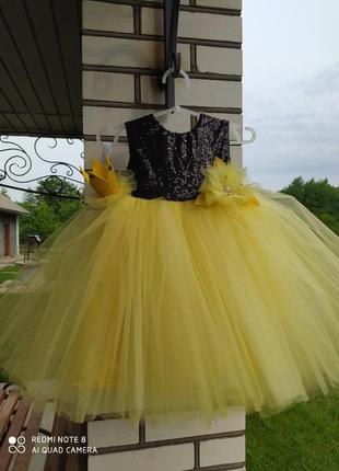 Платье на один 1 год жолтое фатиновое нарядное бальное