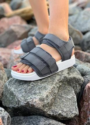 Стильные сандали adidas adilette sandals grey сандалі босоніжки босоножки