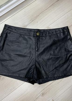Чёрные шорты chicoree с экокожи