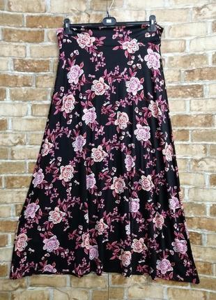 Длинная трикотажная юбка с цветочным принтом