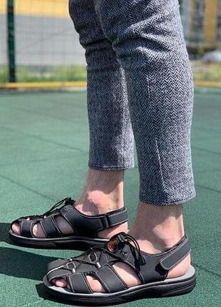 Сандалии мужские с закрытым носком.