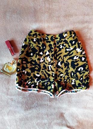 Легкие летние шорты с высокой талией в леопардовый принт