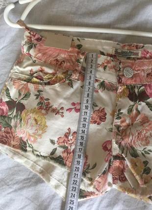 Стильные шорты с цветочным принтом6 фото
