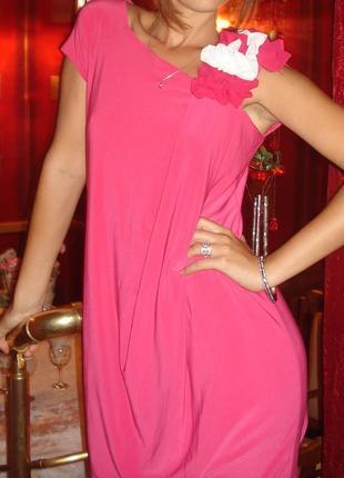 Красивое платье с асимметричный вырезом