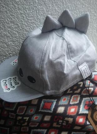 Крутая кепка для малыша серого цвета