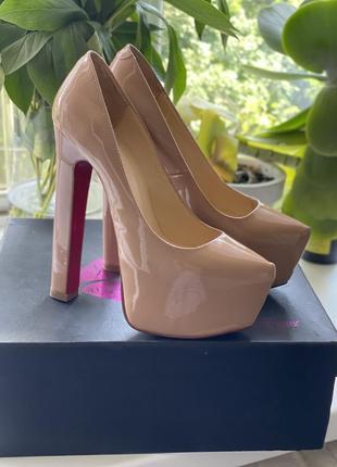 Туфли женские кожаные лакированные на толстом каблуке