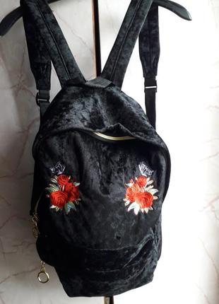 Шикарный и красивый рюкзак.