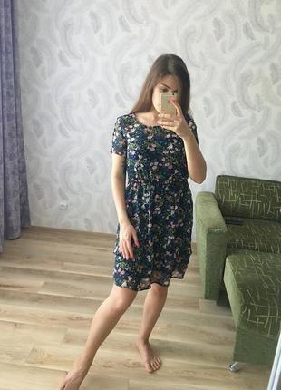 Легкое летнее платье в цветочек