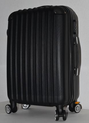 Небольшой чемодан на 4 колесах