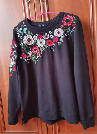 Кофта с цветочной вышивкой