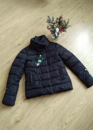 Женская демисезонная куртка с вышивкой