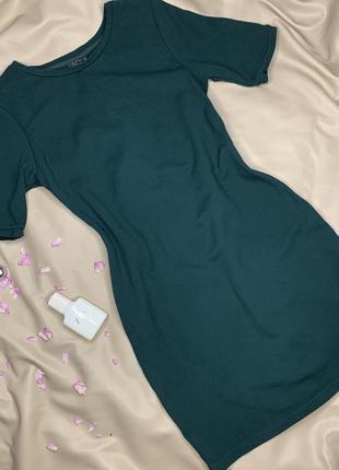 Платье-футболка изумрудного цвета