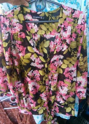 Блузка яркая на лето с цветами