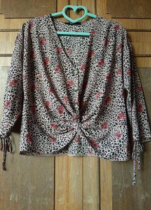 Актуальная блуза с узлом на пуговицах в энималистический принт george