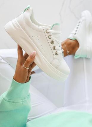 Белые сникерсы ( вставка нежно-зеленого цвета)!!