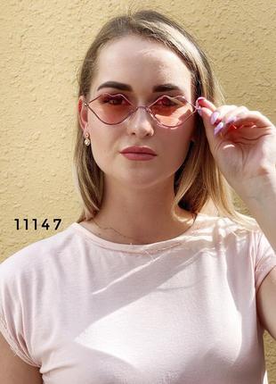 Солнцезащитные очки в виде губ с пудровыми линзами к.11147