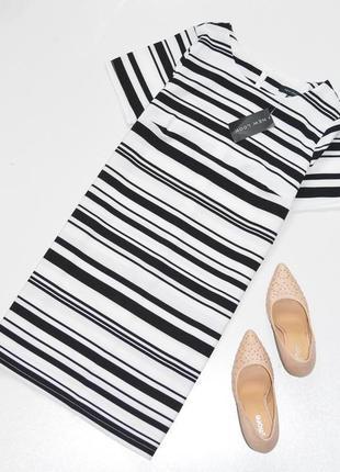Стильное платье в полоску прямого кроя