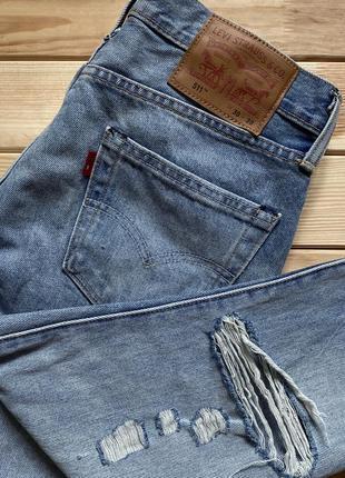Стильные, зауженные, светлые джинсы levis 511 с дырками на коленях