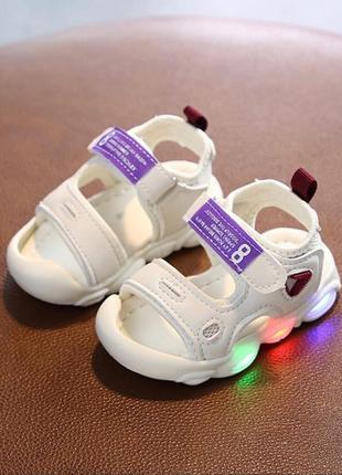 Стильные легкие сандалики мигающие