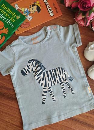 Классная трикотажная футболка hema на 3 месяца.