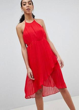 Красное платье плиссе missguided