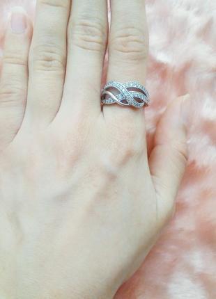 Кольцо знак бесконечности с переплетами волнами в камушки под серебро 16-16.5