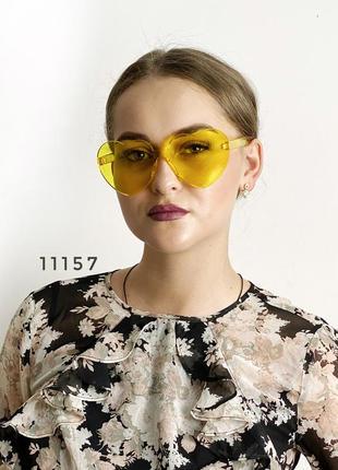 Желтые солнцезащитные очки-сердечки без оправы к.11157