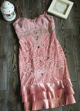 Коктейльное вечернее платье с вышивкой и плиссировкой от дизайнера sue wong