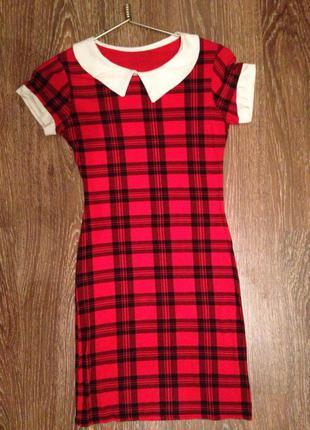 Летнее платье карандаш(футляр) в красную клеточку и воротником