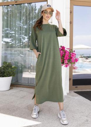 Трикотажное прямое платье с разрезами цвета хаки