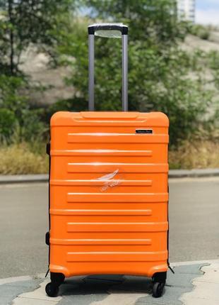 Средний чемодан из полипропилена  оранжево-черного цвета