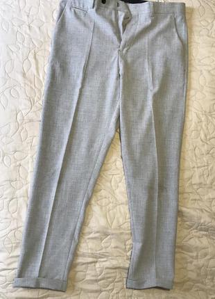 Серые брюки , зауженные к низу фирмы zara