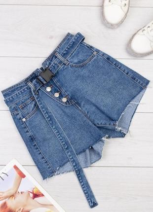 Шорты женские джинсовые короткие.