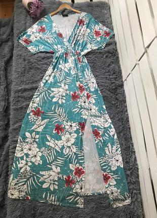 Летнее длинное платье с разрезом на ноге