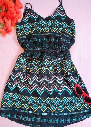 Легкое и стильное платье на брительках