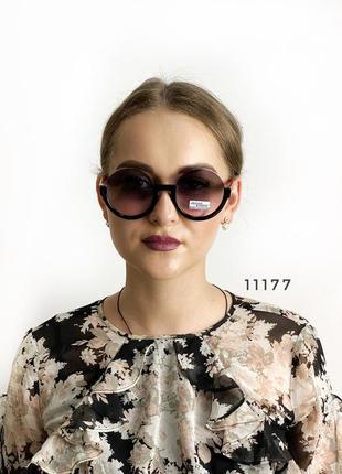 Круглые солнцезащитные очки с красными дужками к.11177