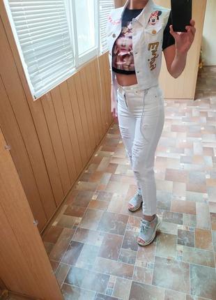 Турция! крутая джинсовая жилетка с нашивками