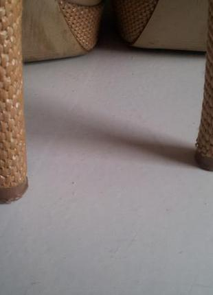 Летние лаковые босоножки на платформе и каблуке бежевые телесные оригинал 38- 39р5