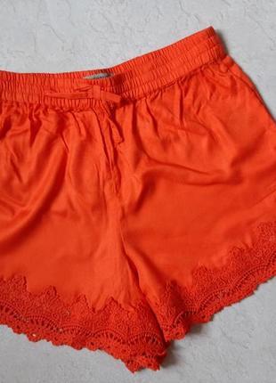 Легкие женские шорты с кружевом