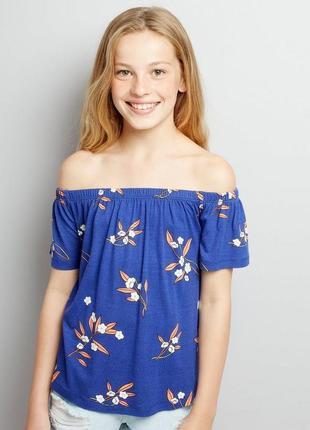 Синяя футболка с открытыми плечами в цветочный принт свободный топ
