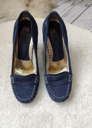 Туфли с натуральной замши с вадратным носком с италии