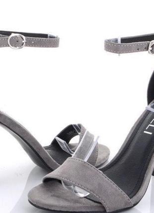Босоножки серые средний каблук