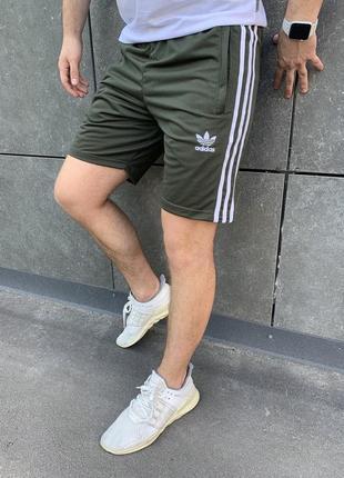 Спортивные шорты