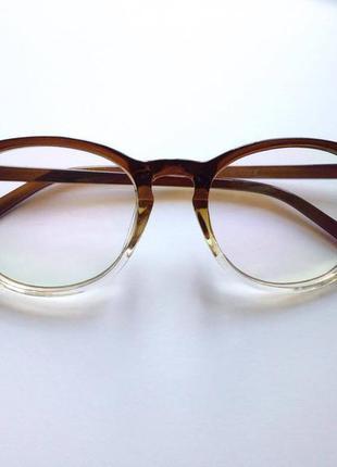Новые имиджевые очки в градиентной оправе