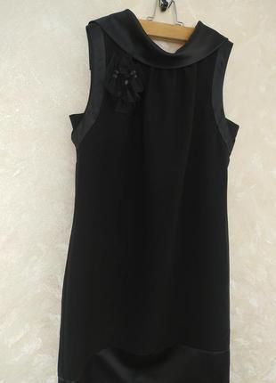 Фирменное стильне платье