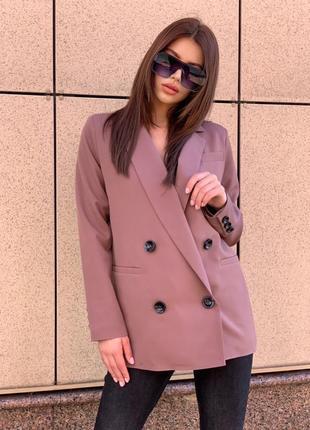 Стильный пиджак с пуговицами