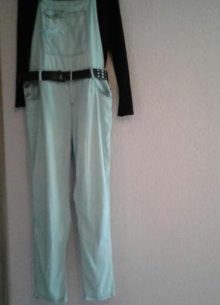 Легкий джинсовый комбинезон