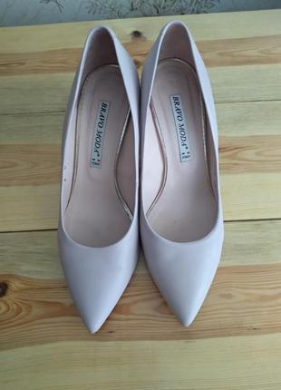 Классические туфли женские на каблуке