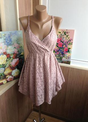 Кружевное платье с асимметричной юбкой