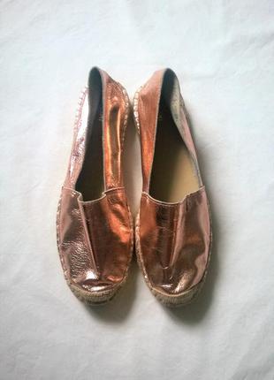 Мега блестящие, кожаные эспадрильи/топсайдеры/туфли/мокасины немецкого бренда kiomi